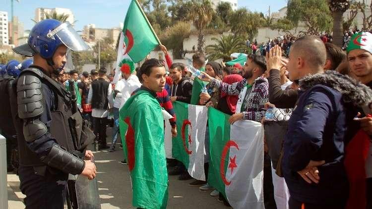 واشنطن تدعو الجزائر لاحترام حق التظاهر السلمي