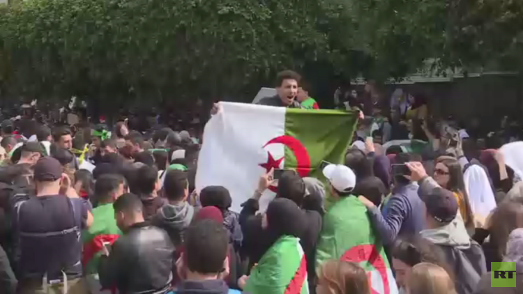 باريس: مهتمون بأوضاع الجزائر ولا نتدخل