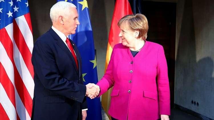 المستشارة الألمانية أنغيلا ميركل مع نائب الرئيس الأمريكي مايكل بنس