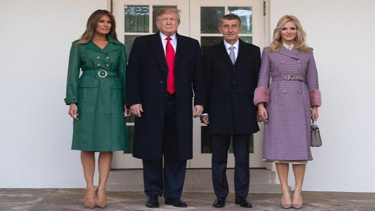 ترامب وميلانيا خلال استقبال رئيس الوزراء التشيكي أندريه بابيس وزوجته مونيكا بابيسوفا، في البيت الأبيض