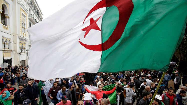 الجزائر.. بوتفليقة يحل الهيئة العليا للانتخابات ويقيل رئيسها