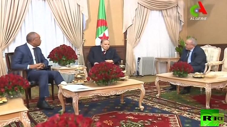 الرئيس الجزائري عبد العزيز بوتفليقة يعلن طرح دستور جديد للاستفتاء الشعبي