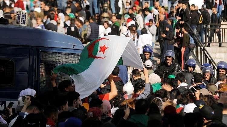 الجزائر على شفا هاوية