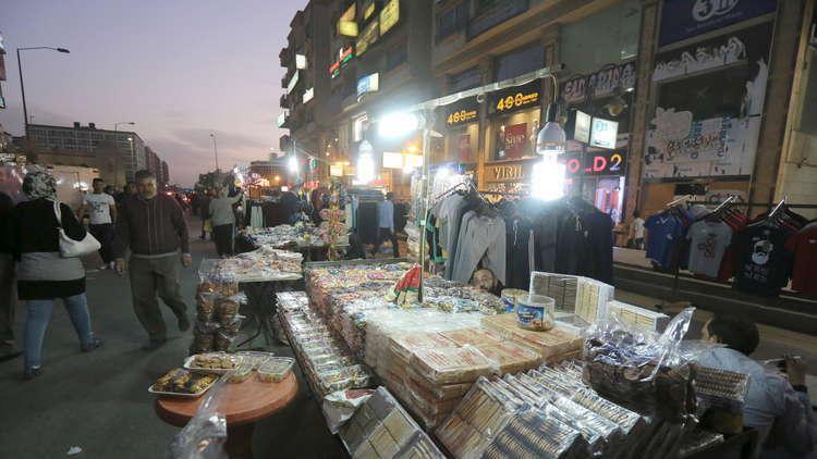 مستشار اقتصادي: في مصر .. السوريون يعملون والمصريون في المقاهي