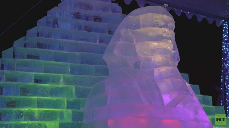 الكرملين والأهرام وتاج محل تصبح منحوتات جليدية في موسكو