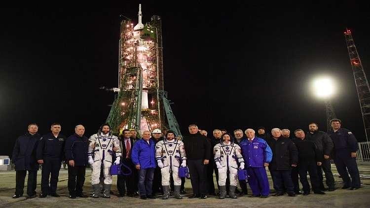 رواد الفضاء من روسيا وأمريكا يستخدمون مركبات