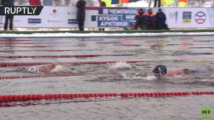 شاهد.. بطولة العالم في السباحة الجليدية في روسيا بمشاركة عربية