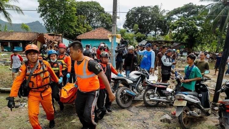 مصرع 63 شخصا جراء الفيضان شرقي إندونيسيا