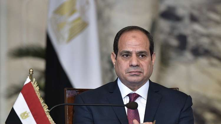 سيدة مصرية تناشد السيسي الإفراج عن ضباط قتلوا ابنها وحفيديها