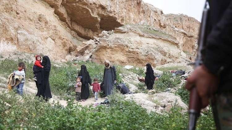 فرار 60 ألفا معظمهم مدنيون من آخر جيب لـ