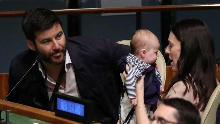 جاسيندا لوريل.. أصغر رئيسة حكومة في العالم!