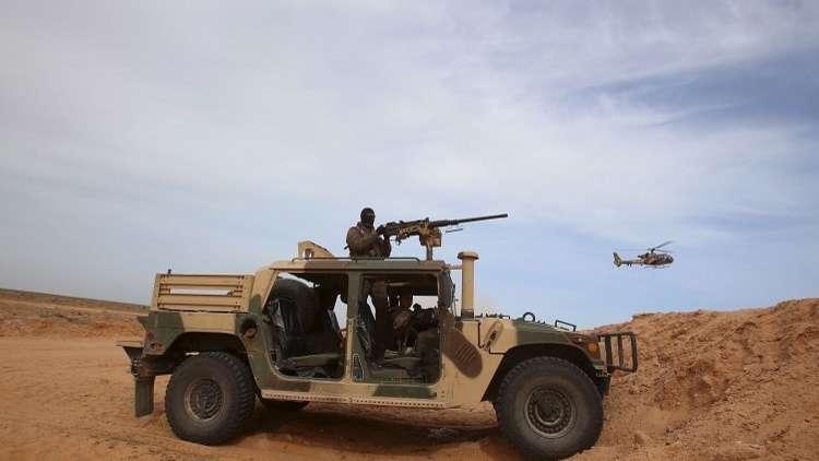 القوات التونسية تتعقب عناصر مسلحة قرب الحدود الجزائرية