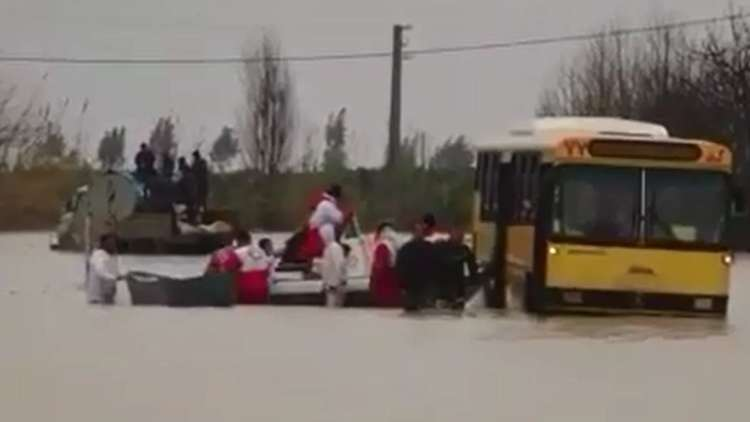 غرق قرية وإجلاء سكان 6 أخريات جراء الفيضان في إيران