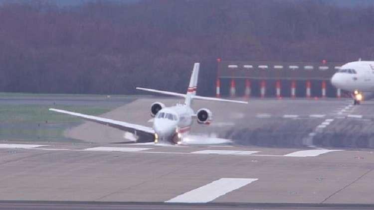 طائرة ركاب إيرانية كانت آيلة للسقوط تهبط بسلام