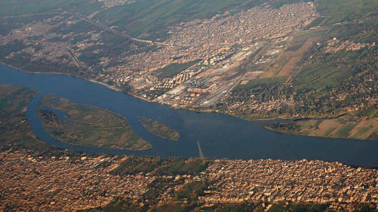 مصر تستكمل إنشاء محطة جديدة على نهر النيل وتحيطها بسور خرساني
