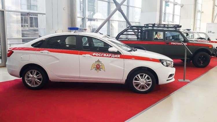 الحرس الوطني الروسي يتسلم نسخة عسكرية من سيارة