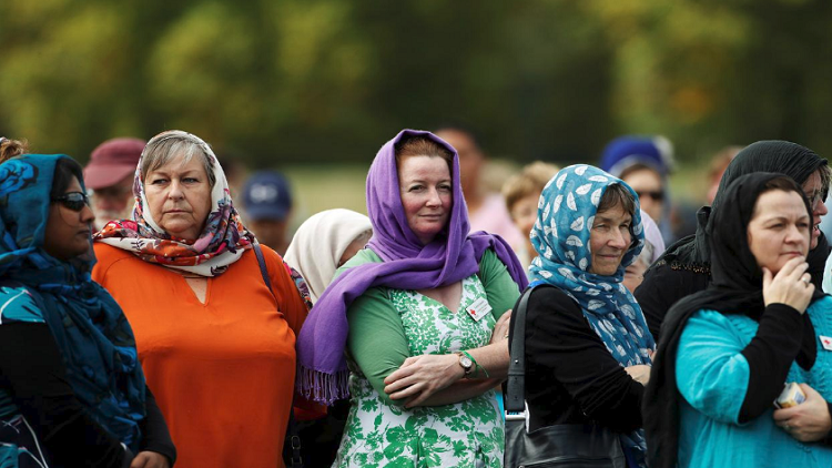 نساء نيوزيلندا يرتدين الحجاب تضامنا مع ضحايا الهجوم الإرهابي (صور)