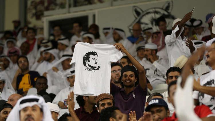 مشجعون قطريون في مباراة نهائي كأس آسيا بالإمارات
