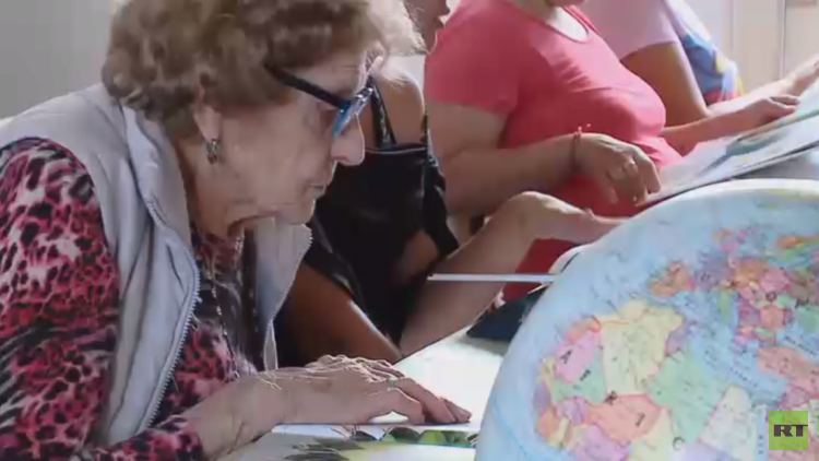 في 99 من عمرها عادت إلى مقاعد الدراسة