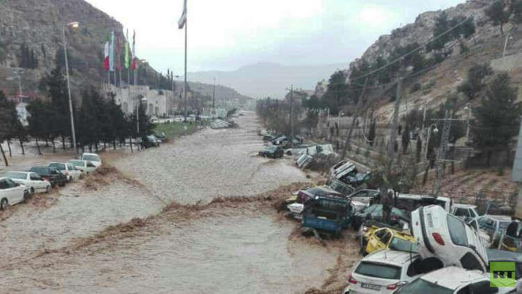 روحاني يترأس اجتماعا لخلية الأزمة لبحث الفيضانات التي تجتاح البلاد