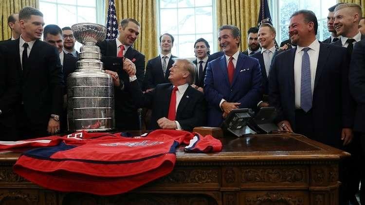 ترامب يبدي إعجابه بالروسي أوفيتشكين نجم دوري الهوكي الأمريكي
