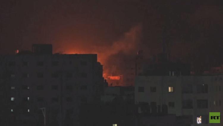 غارات إسرائيلية تدمر مؤسسات مدنية بغزة