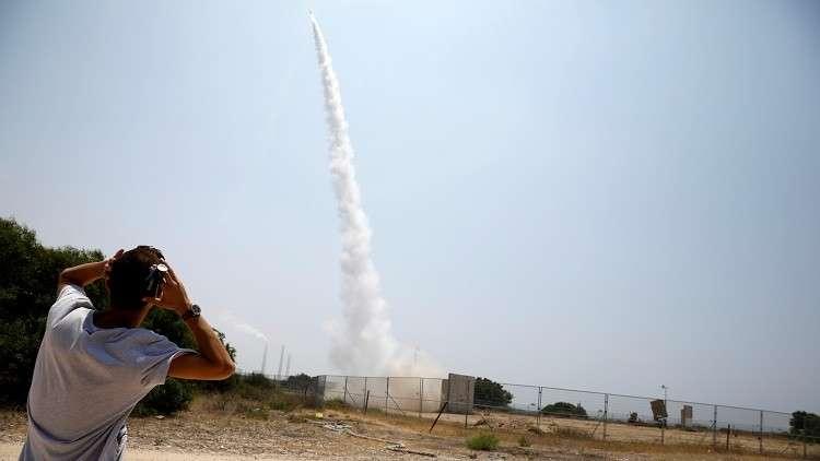 سقوط صاروخ في منطقة مفتوحة قرب عسقلان جنوبي إسرائيل