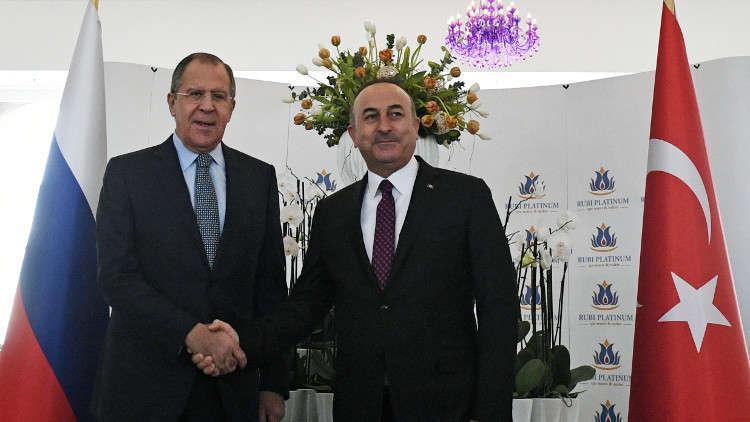 وزيرا الخارجية الروسي سيرغي لافروف والتركي مولود تشاووش أوغلو (صورة أرشيفية)
