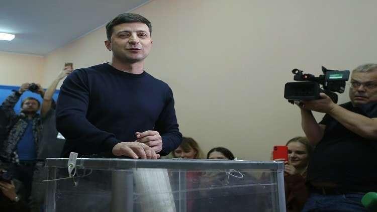المرشح الرئاسي الأوكراني فلاديمير زيلينسكي يدلي بصوته في كييف