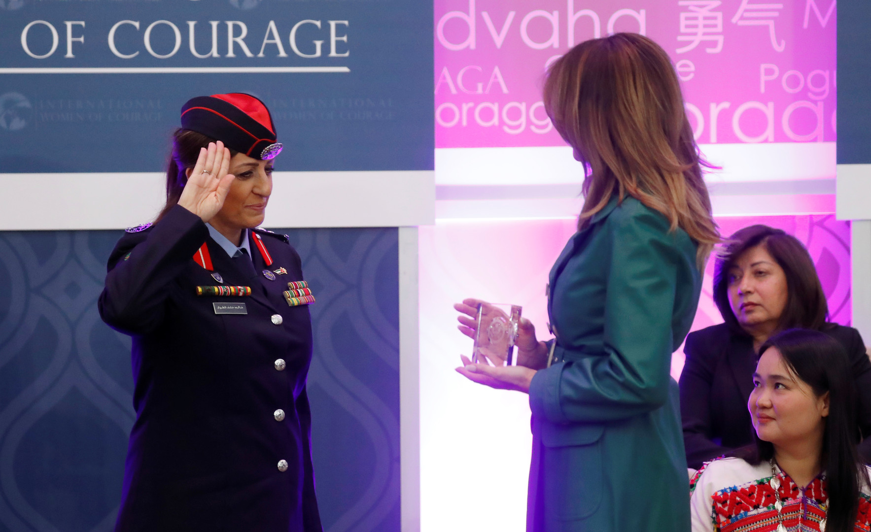 صور+ فيديو.. ميلانيا ترامب تسلم جائزة الشجاعة لامرأتين عربيتين