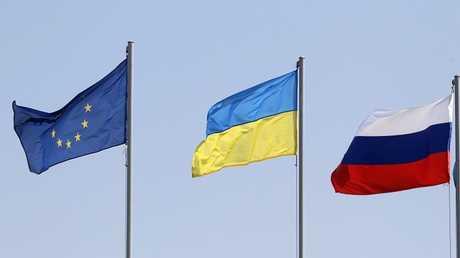 أعلام روسيا والاتحاد الأوروبي وأوكرانيا، في مينسك، 26 أغسطس 2014