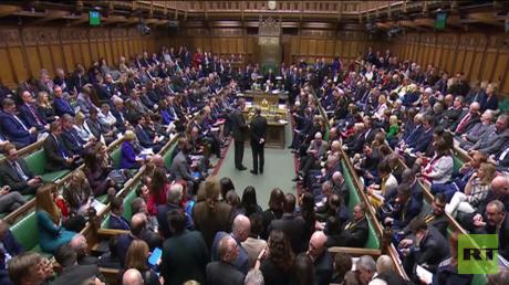العموم البريطاني يصوت على تأجيل بريكسيت
