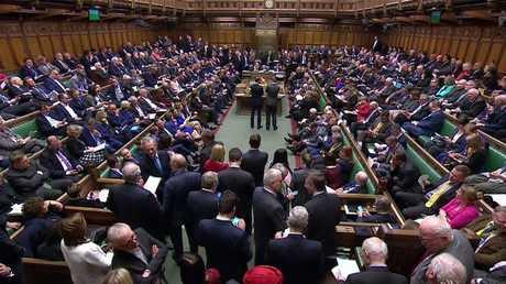 البرلمان البريطاني يوافق على مقترح الحكومة بتأجيل