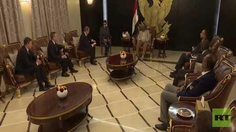 بوتين يدعو البشير إلى قمة روسيا-إفريقيا