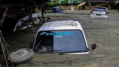 ارتفاع حصيلة قتلى فيضانات إندونيسيا إلى 77