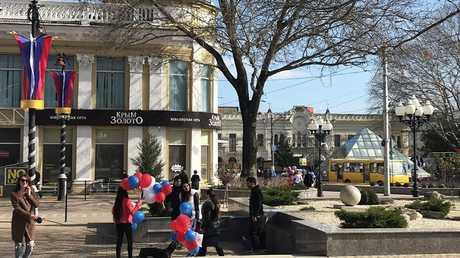 جانب من الاحتفالات بالذكرى السنوية الخامسة لعودة شبه جزيرة القرم إلى قوام روسيا، في عاصمة القرم مدينة سيمفروبل