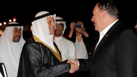 وزير الخارجية الأمريكي، مايك بومبيو، يصل إلى الكويت، حيث يستقبله السفير الكويتي لدى الولايات المتحدة، سالم عبدالله الجابر الصباح