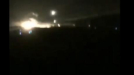 اندلاع حريق بطائرة إيرانية في طهران وعلى متنها 100 راكب