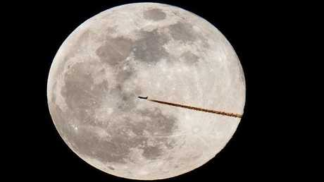 الأرض تشهد القمر العملاق الأخير