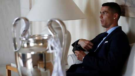 العشق يقود رونالدو إلى مدريد