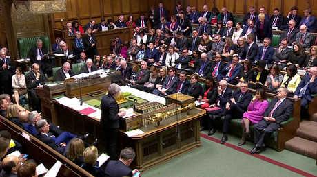 رئيسة الوزراء البريطانية، تيريزا ماي، خلال جلسة في مجلس العموم لمناقشة انسحاب البلاد من الاتحاد الأوروبي