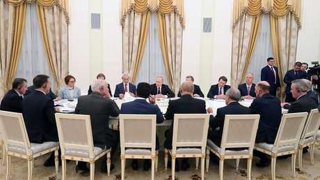 الرئيس الروسي فلاديمير بوتين يلتقي ممثلي الشركات الأجنبية العاملة في روسيا