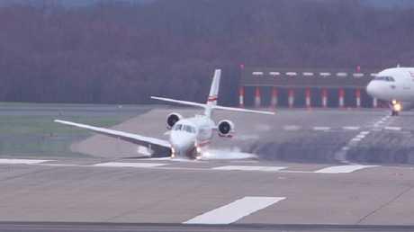 حنكة طيار تنقذ ركاب طائرة من كارثة حقيقية