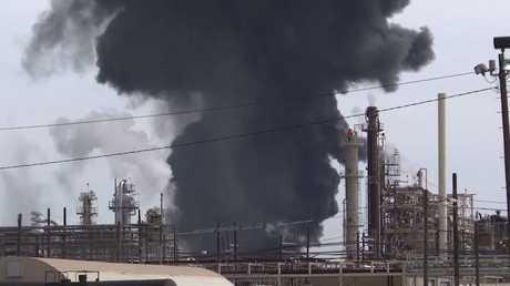 شاهد.. حريق ضخم يلتهم موقعا لتخزين البتروكيماويات في تكساس