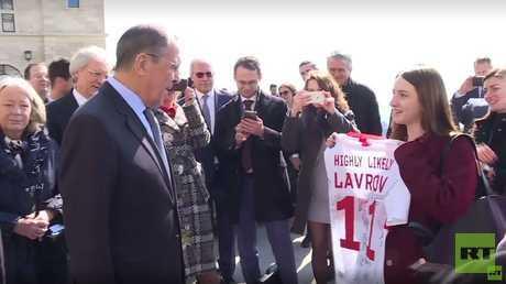 وزير الخارجية الروسي سيرغي لافروف يتلقى هدية عيد ميلاده الـ69 في سان مارينو