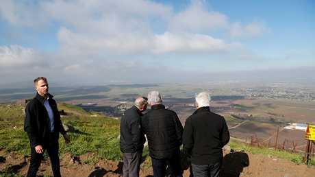 نتنياهو والنائب الأمريكي ليندسي جراهام والسفير الأمريكي لدى إسرائيل ديفيد فريدمان عند الخط الحدودي بين إسرائيل وسوريا في مرتفعات الجولان المحتلة، 11 مارس 2019