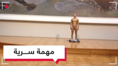 رجل نصف عار في متحف تريتياكوف.. فما السبب؟
