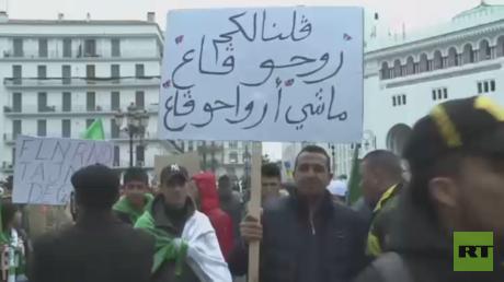 مئات الآلاف يتظاهرون في الجزائر