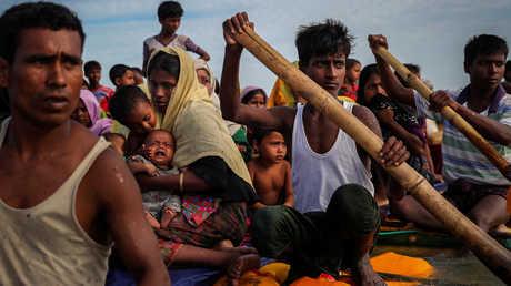 لاجئون روهينغا فارون باتجاه بنغلادش - أرشيف