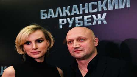 الممثل الروسي غوشا كوتسينطا وزوجته لدى العرض الأول للفيلم